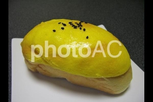 スイートポテトパンのアップ.jpg
