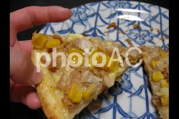 ツナとコーンのピザ.jpg