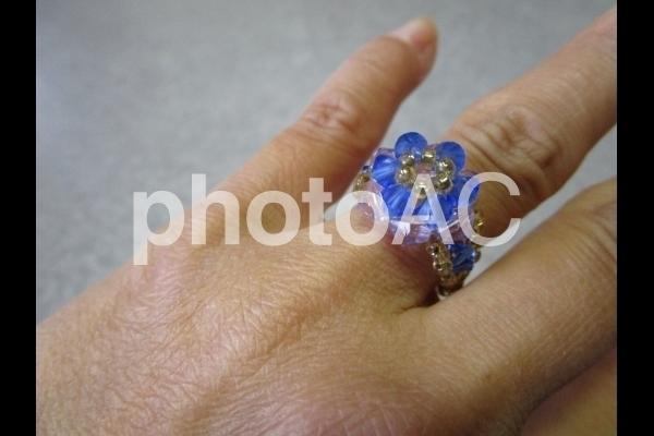 指輪をしている手.jpg